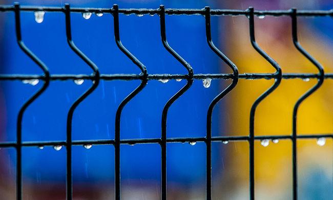 Brutális erőszak Budapesten: a kerítésen át támadtak rá Erikára