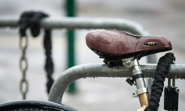 Lopott biciklivel ment biciklit lopni