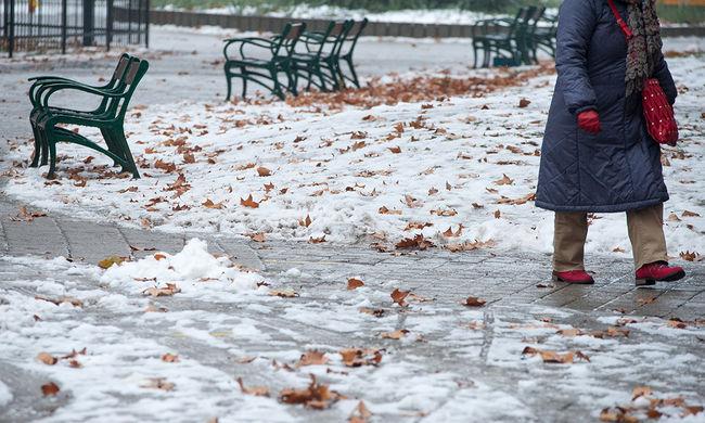 Autózni és sétálni is veszélyes: csúszós, jeges utak több helyen