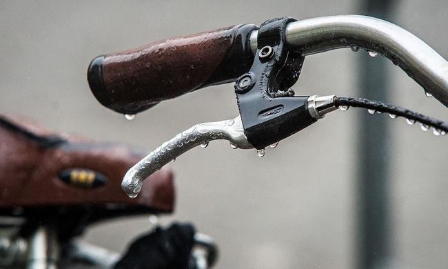 Végzetes balesetet szenvedett egy biciklis, elesett és meghalt