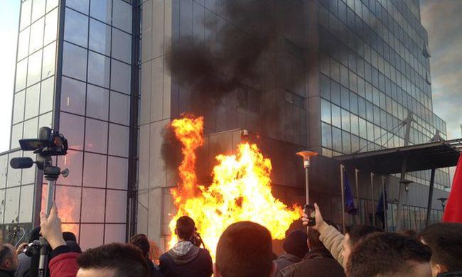 Rengeteg rendőr megsérült a koszovói tüntetésben