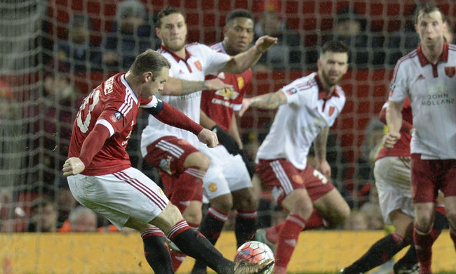 Rooney mentette meg a Manchester Unitedet az újabb blamától