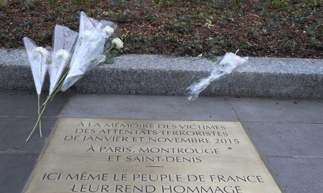 A terroristák által megölt emberekre emlékeztek Párizsban