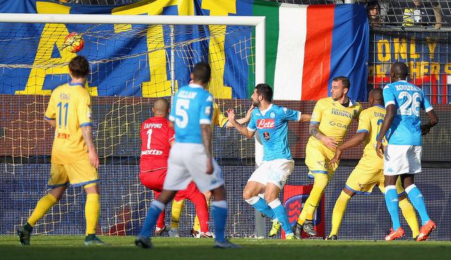 Fölényesen nyert és féltávnál első a Napoli