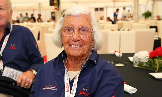 Meghalt az F1 első női versenyzője