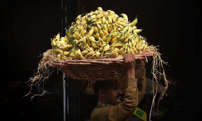 Negyven banánt etetett meg a rendőrség a tolvajjal, aki lenyelt egy arany nyakláncot
