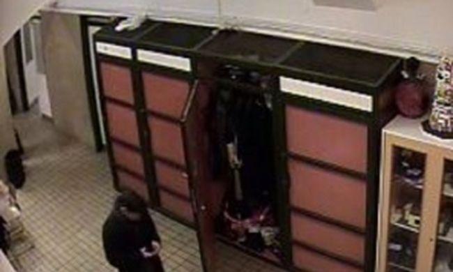 Iskolai öltözőből lopott mobiltelefonokat