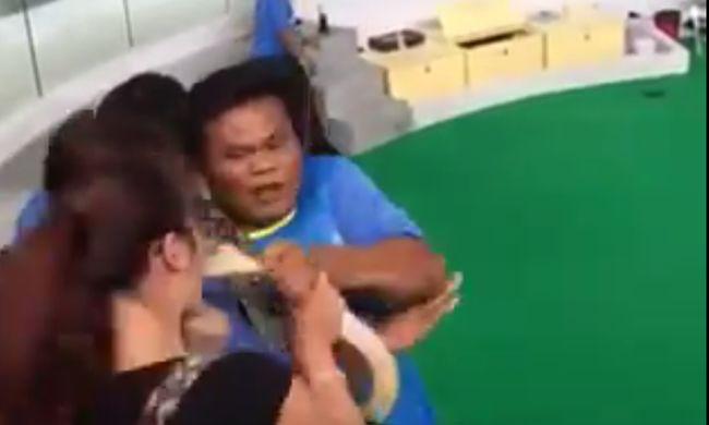 Orron harapott egy piton egy turistát - videó!