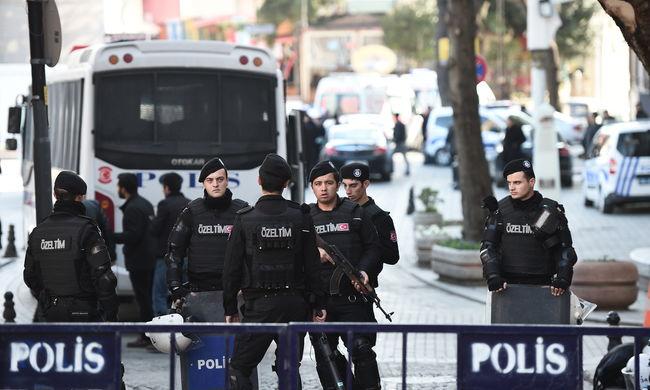 Törökország: hajsza a terroristák után, félnek a turisták