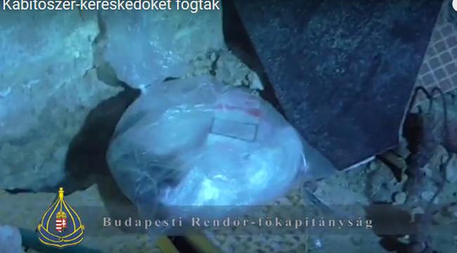 Lakásban árulták a kábítószert - videó