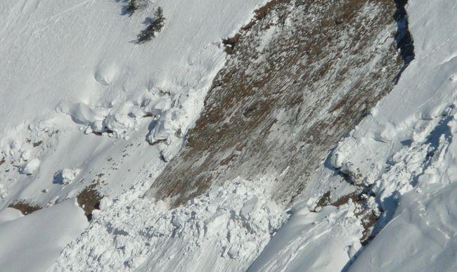 Veszély: bármikor lezúdulhat a hatalmas hótömeg