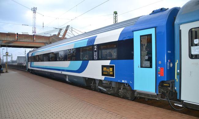 Elromlott a váltó meg a fénysorompó, késnek a vonatok a Balaton felé
