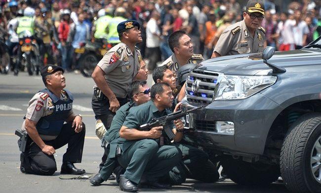 Hét halott az indonéz terrorban