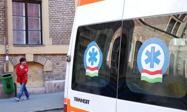 Őrjöngött a buszsofőr Óföldeákon, mert a mentők újraélesztettek egy embert