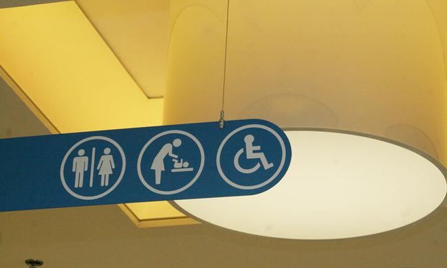 Választhatnak a transzneműek az amerikai iskolákban, melyik mosdót akarják használni