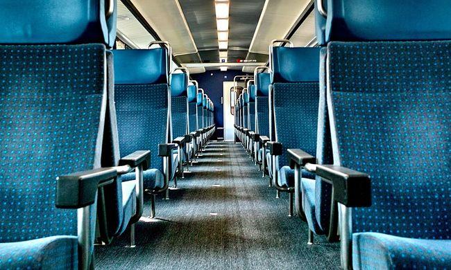 Kislányokat riogatott szexuális mozdulataival a vonaton, a korlátot is megkívánta