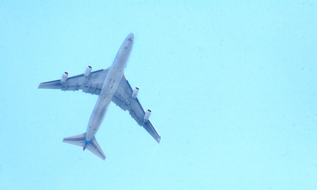 Most érkezett: robbanásveszély miatt ürítettek ki egy repülőt