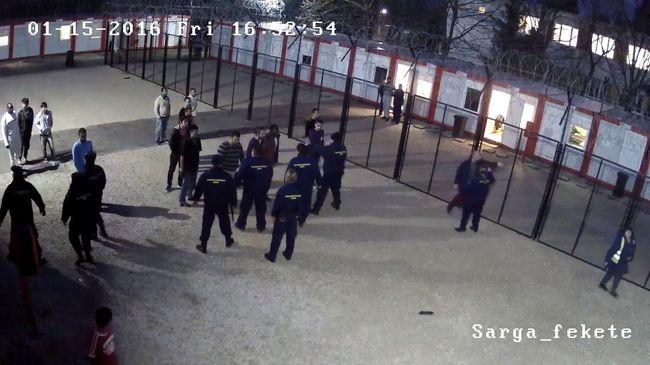 Tömegverekedés a befogadóállomáson: letört bútorlábakkal estek egymásnak a migránsok