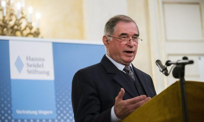 Áruló az LMP Gyurcsány Ferencék szerint, ha tárgyal az alkotmánybírókról