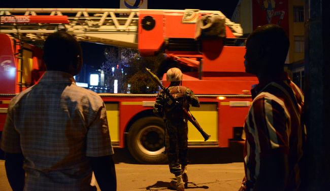 Terrortámadás egy luxusszállodában: Megkezdték a túszok kiszabadítását