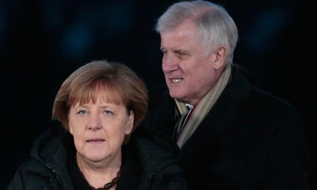 Megint bírálják Merkelt a migránsok miatt