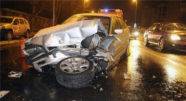 Összetört és felborult a karambol után - képek a balesetről