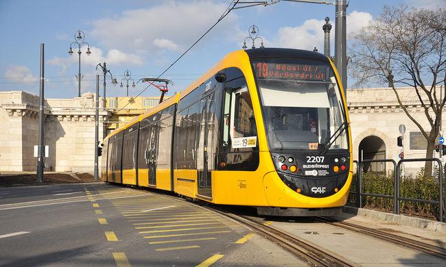 Márciustól közlekednek az új CAF villamosok Budapesten