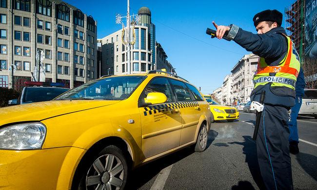 Taxistüntetés: reggelig maradnak a taxisok