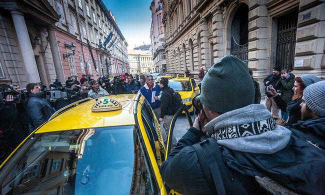 Taxis tüntetés: este 7-ig egy-egy sáv ismét szabad a Bajcsy-Zsilinszky úton