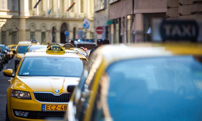 Még tart a taxis tüntetés, újra bedugulhat a város