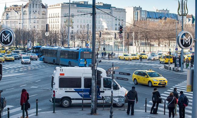 Nagy a dugó a taxistüntetés miatt