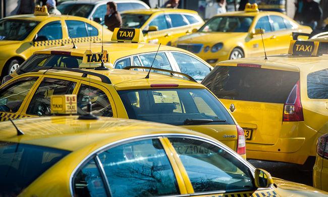 """Taxisok: """"tovább fogunk demonstrálni, nem értünk el semmit"""""""