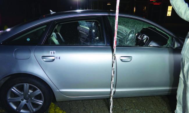 Autóban lőtt rá három emberre