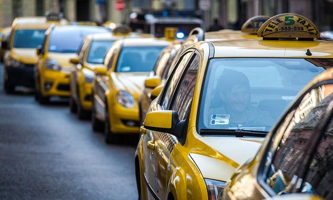Gyorshír: taxisok lezárták a Bajcsy-Zsilinszky és az Andrássy utat