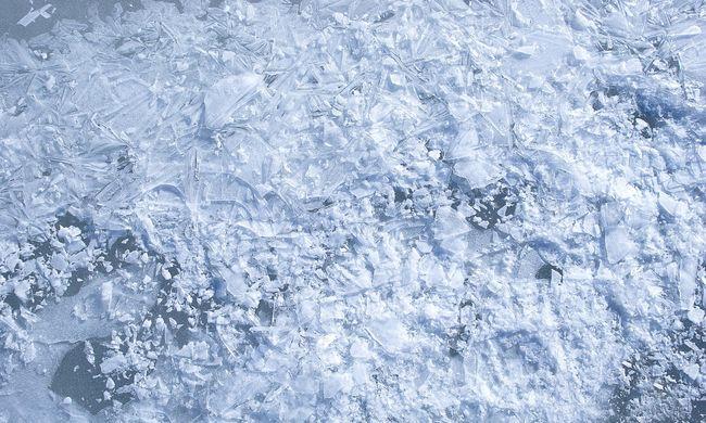 Négyéves kisfiú és apja alatt szakadt be a jég, mindketten meghaltak