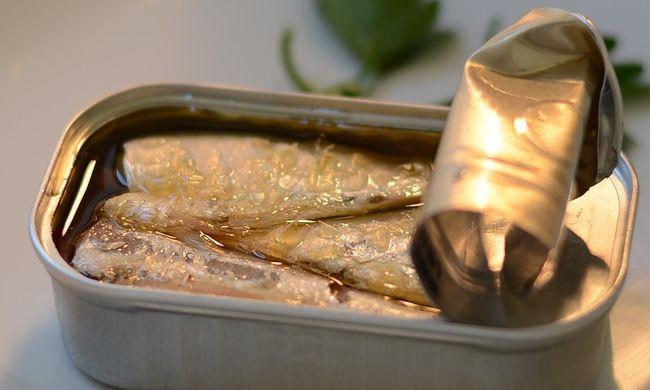Új mobil helyett halat és szivacsot talált a dobozban