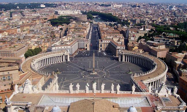 Utcán szült egy nő, a Vatikán befogadja