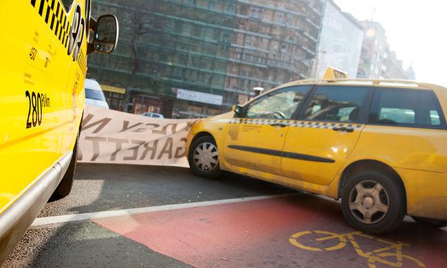 Befejeződött a taxisok tüntetése