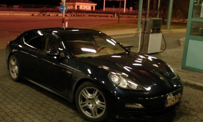 Körözött luxusautót találtak a határon