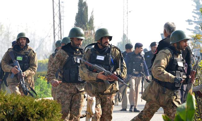 Közel száz terroristát vettek őrizetbe Pakisztánban