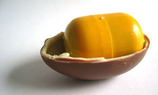 Megfulladt egy kisgyerek a Kinder tojásba rejtett játéktól