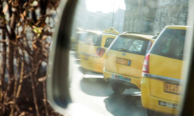 Taxis gázolt Budapest forgalmas útján, életveszélyben a sérült
