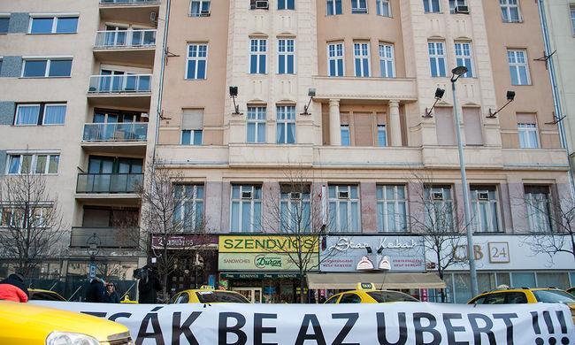 Taxissá kell válni az Uber-sofőröknek: itt a szabályozás