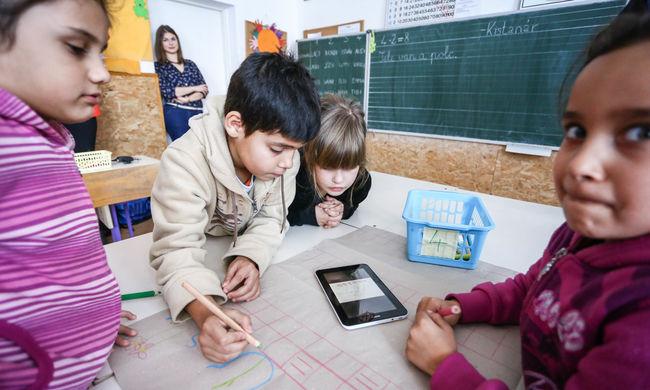 Táblagépeket küldenek az iskolákba