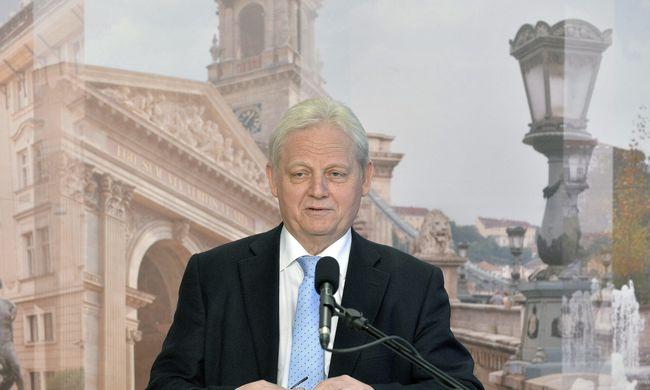 Tarlós: szmogriadó esetén az autók harmadát is kitilthatják Budapestről