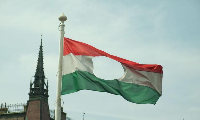 Lyukas zászló lesz a szolnoki polgármesteri hivatalon