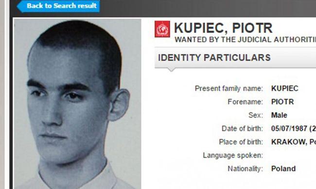 A rendőrség mellett, egy gyorsétteremben dolgozott a világ egyik legkeresettebb gyilkosa