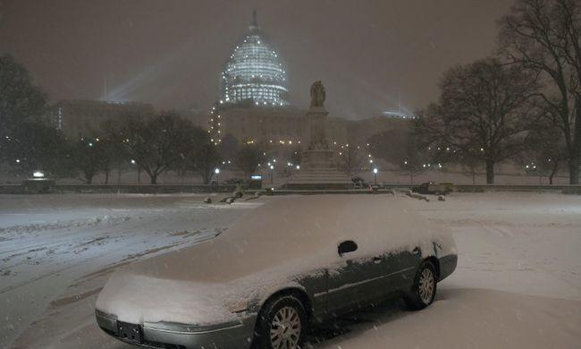 Káoszt és feszültségeket okozott a hóvihar