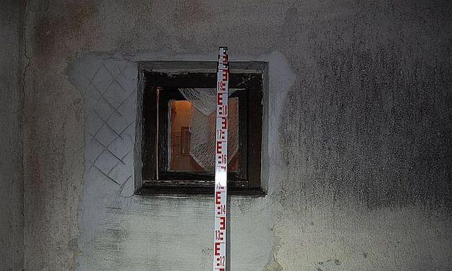 Fürdőszoba ablakon át menekült a betörő
