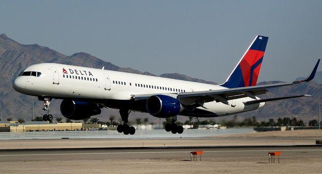 Felnőttfilmes színésszel feküdt le a repülőn a légiutas-kísérő, elvesztheti állását
